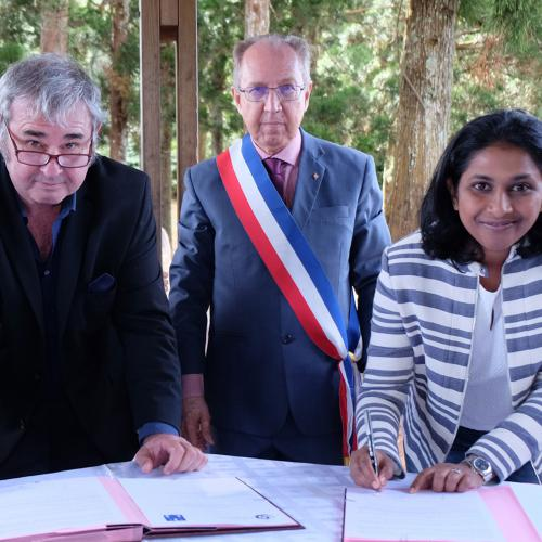 Signature de la convention d'application de la Charte